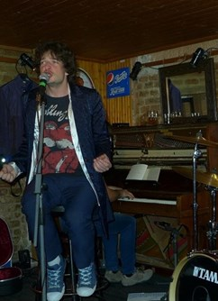 Rolling Stones Revival Brno akusticky s piánem