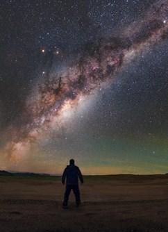 ONLINE: Lovy skvostů temné oblohy (Petr Horálek) -Kolem Světa ONLINE, stream, Praha