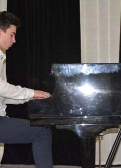Romantický klavír Marka Peňáze – ONLINE párty -Kulturák NMnM, Tyršova 1001, Nové Město na Moravě