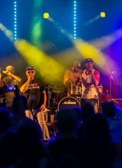 Hoochachoos – ONLINE párty -Kulturák NMnM, Tyršova 1001, Nové Město na Moravě